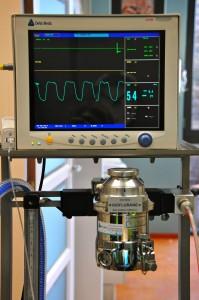 Met behulp van een monitor houden we de hartslag, ademhaling, temperatuur en diepte van narcose in de gaten. Wij werken o.a. met gasanesthesie.